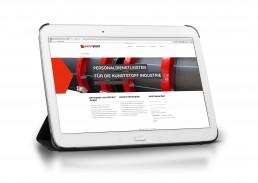 Tablet mit Webseite Personaldienstleister Persoplast recruitment, Werbeagentur GAXWEB Karlsruhe