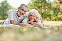 Ehepaar, Senioren freuen sich, Finn Comfort Gesundheitsschuhe, GAXWEB Werbeagentur Internetagentur Karlsruhe